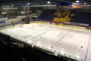Pohled na led a tribuny